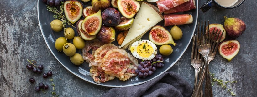 charcuterie board, cheese board, diy, crackers, cheese, fogs, cold cuts, diy, eat